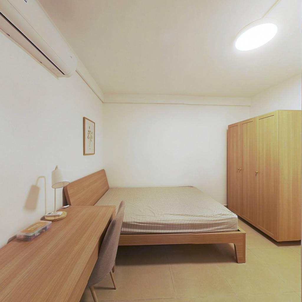 合租·保利花园 3室1厅 东卧室图