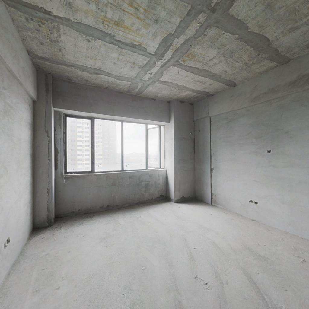 金桥国际公寓现房!清水毛坯出售!