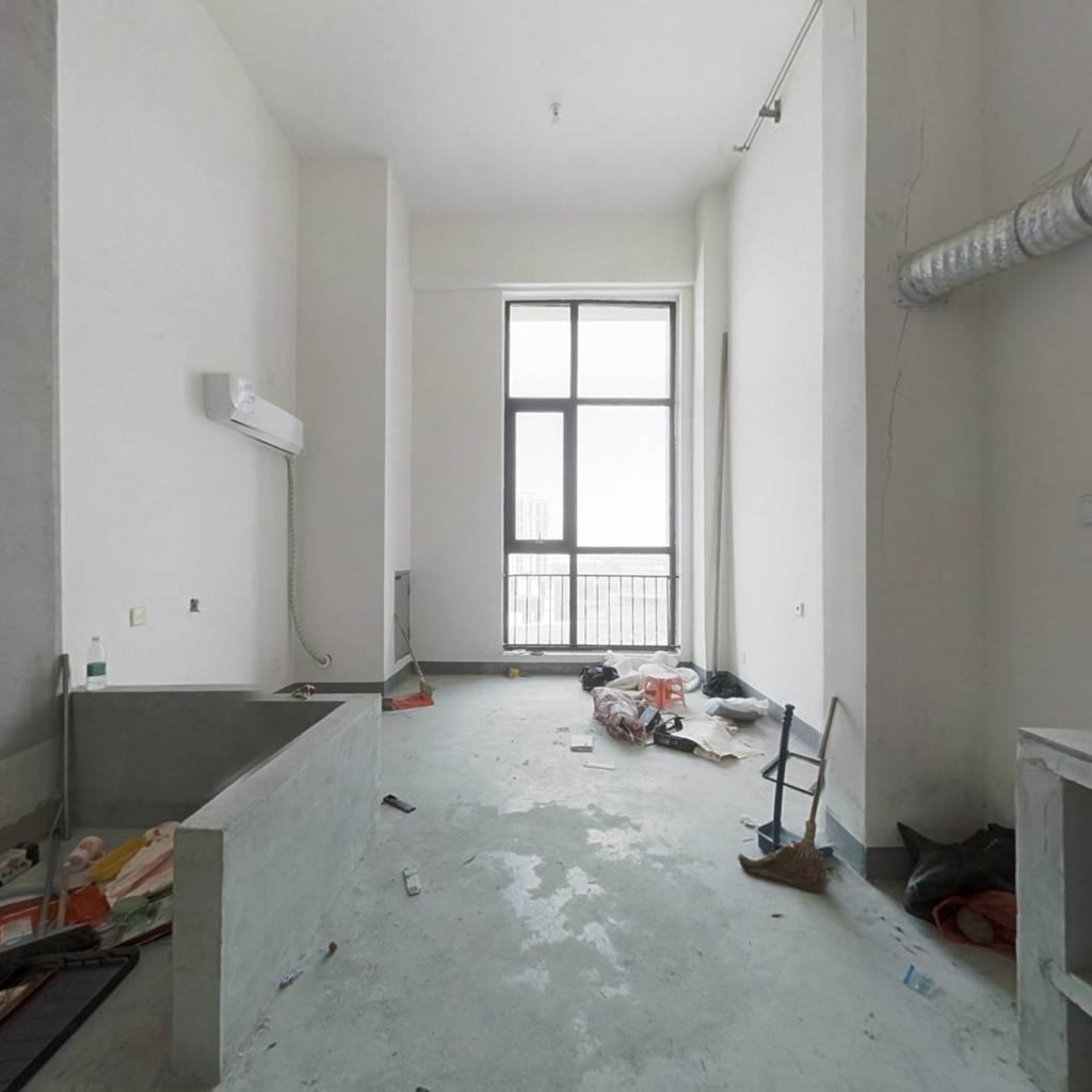 龙湖复式公寓,采光佳,太湖边上的公寓。
