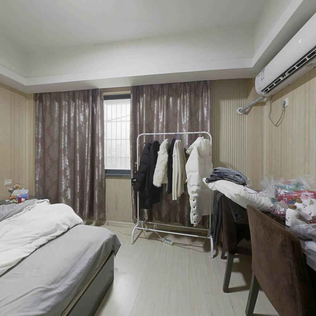 金鼎广场 1室0厅 西