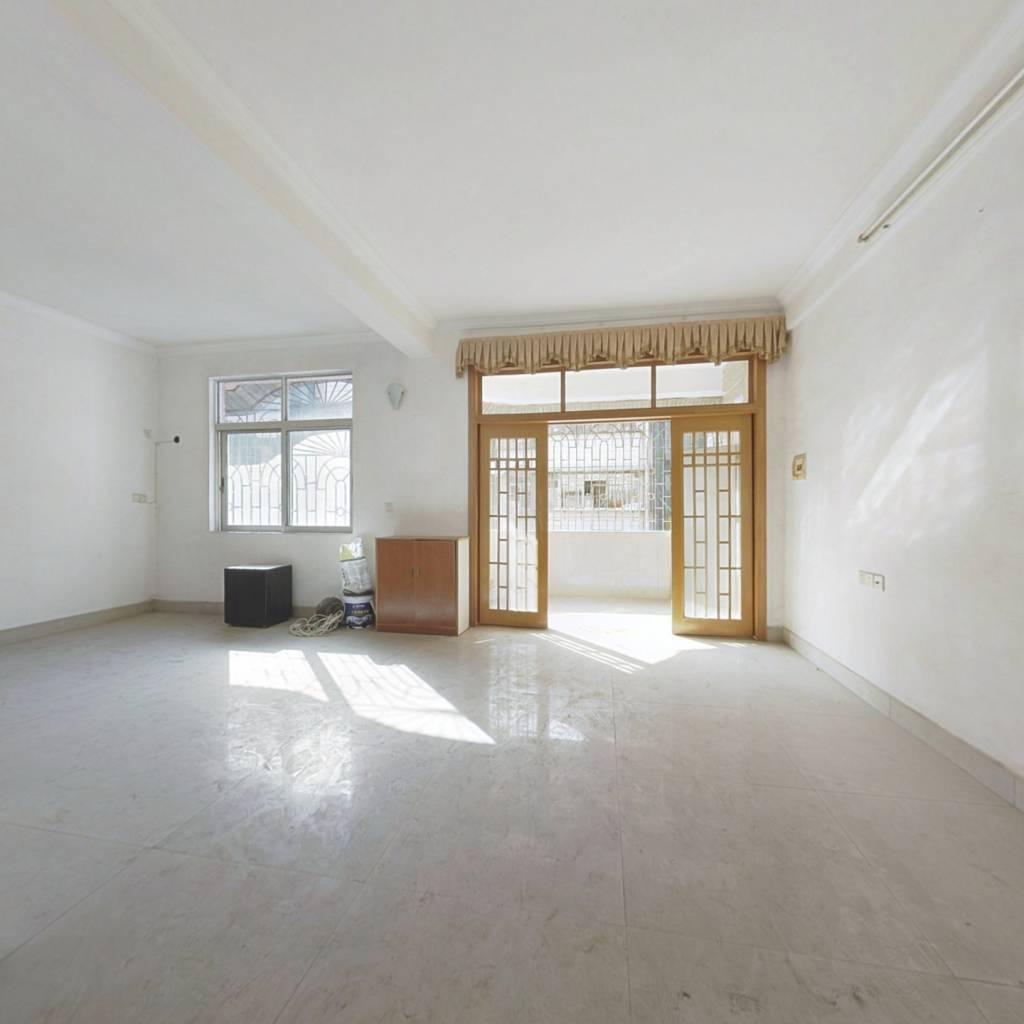复式大三房,两层,户型方正、采光良好,交通便利