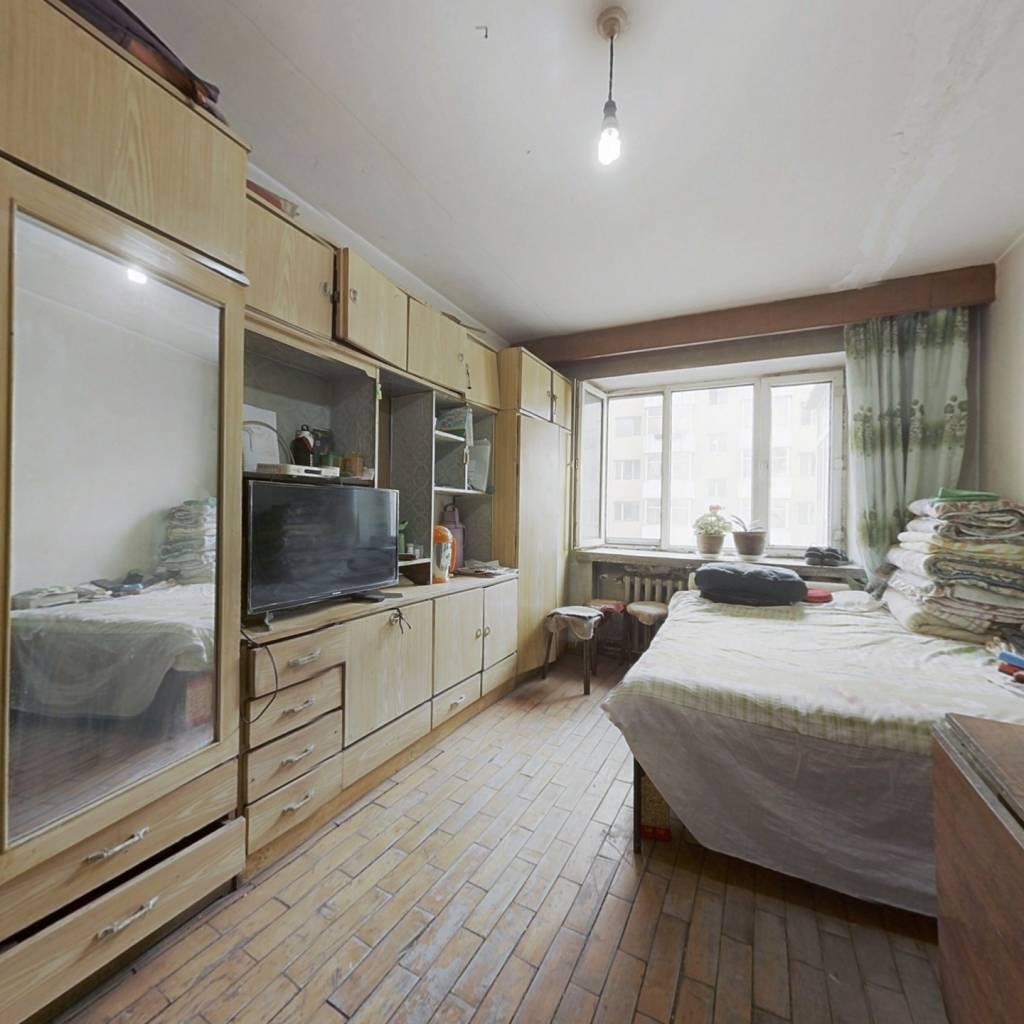 中间楼层,价格优惠的精品好房,一室一厅小米数。
