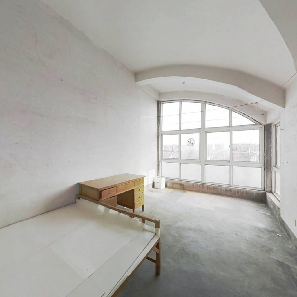 传统三室户型,南北通透,小区环境不错