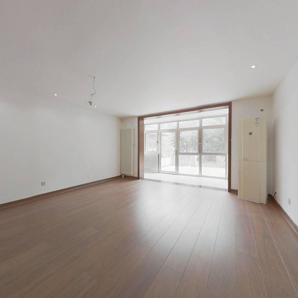上地 清河站 下沉式花园4居室,精装修,业主诚心出售.
