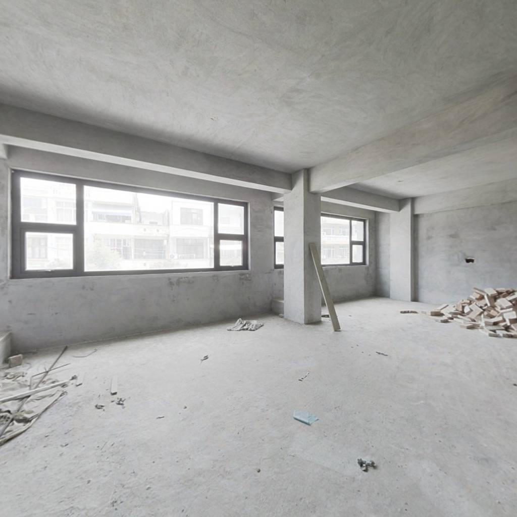 新建大面积商品房 毛坯 户型方正 利用率大 南北通风