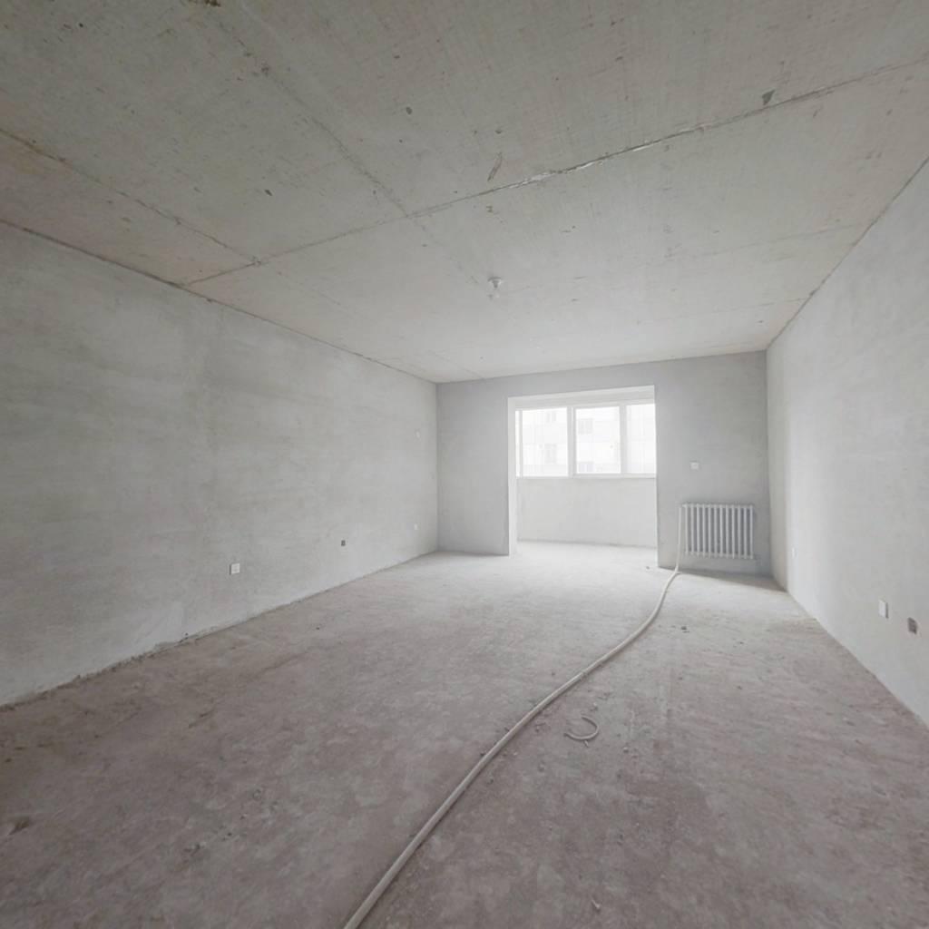 多层三室 公摊小 可利用空间大 中间楼层 采光好