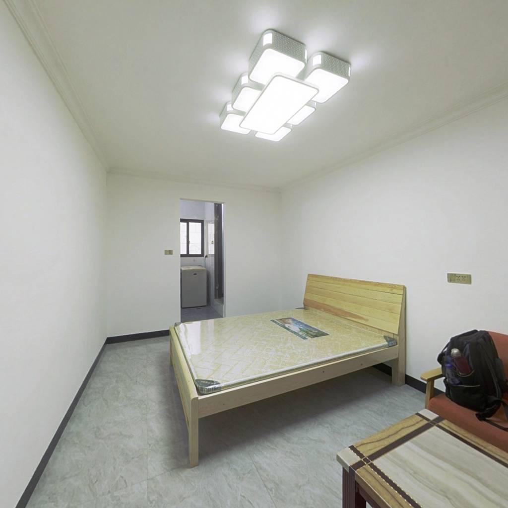 奇峰小筑 1室1厅 东南