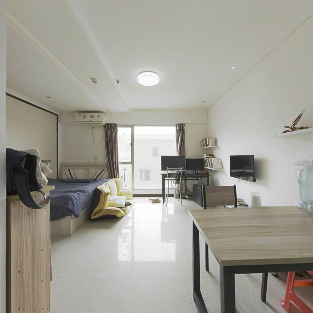 此房满2年,精致装修,温馨舒适,采光通风效果好