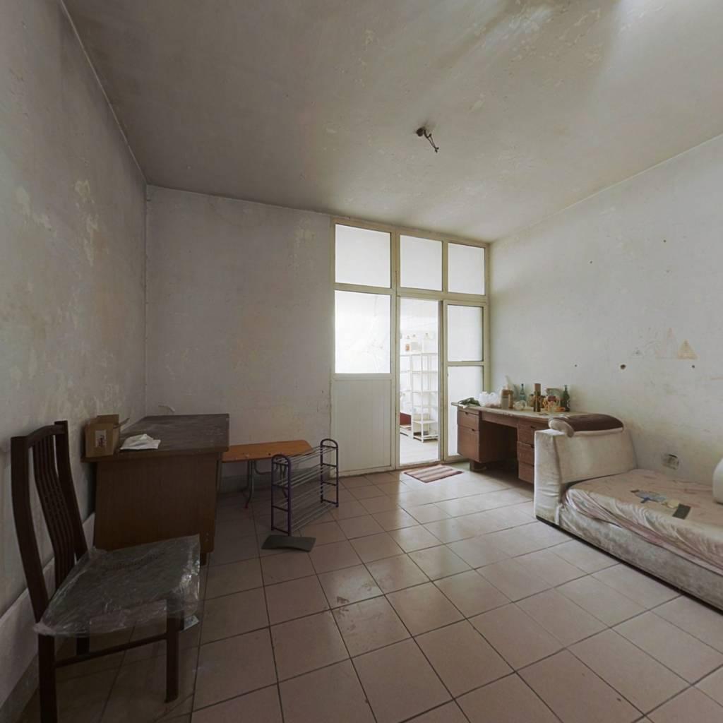 农业学校宿舍 3室1厅 南 北