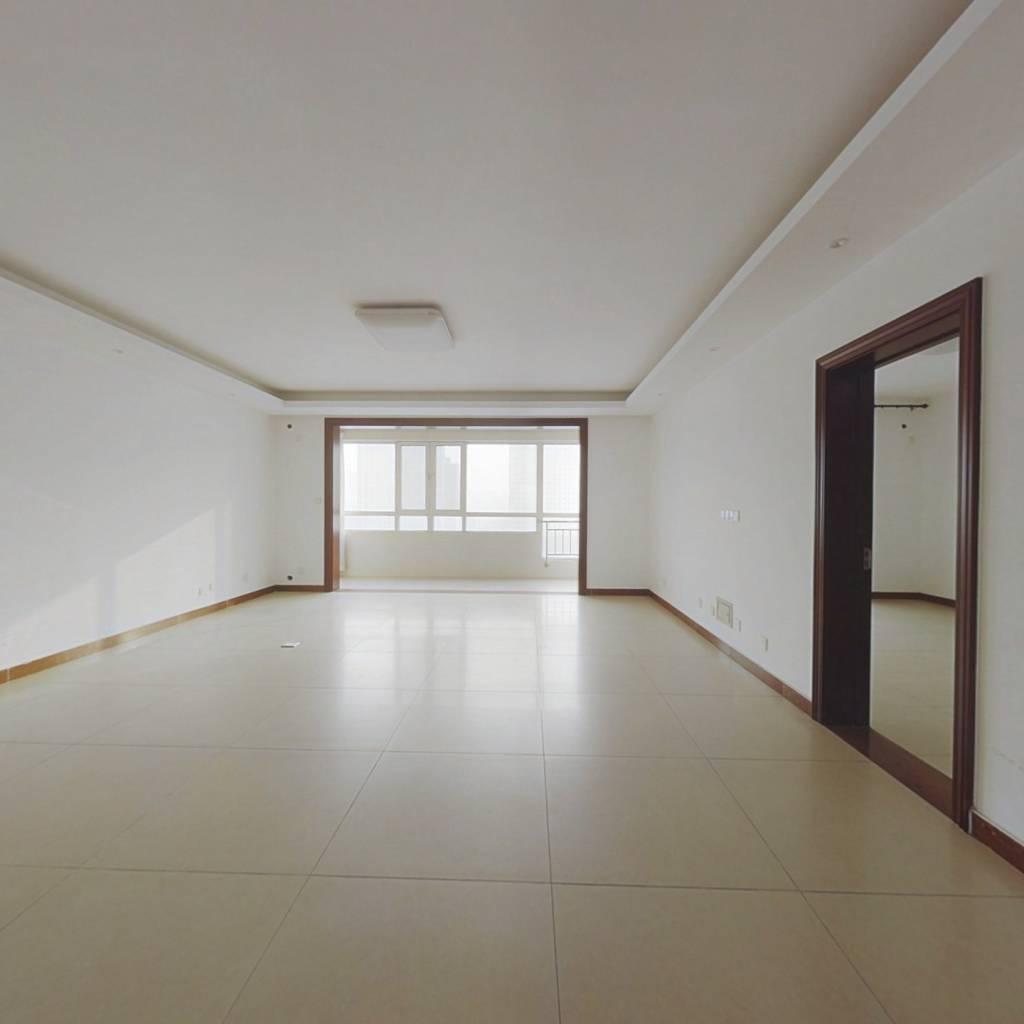 省政府团购房,纯改善大四居。楼层好,采光好。