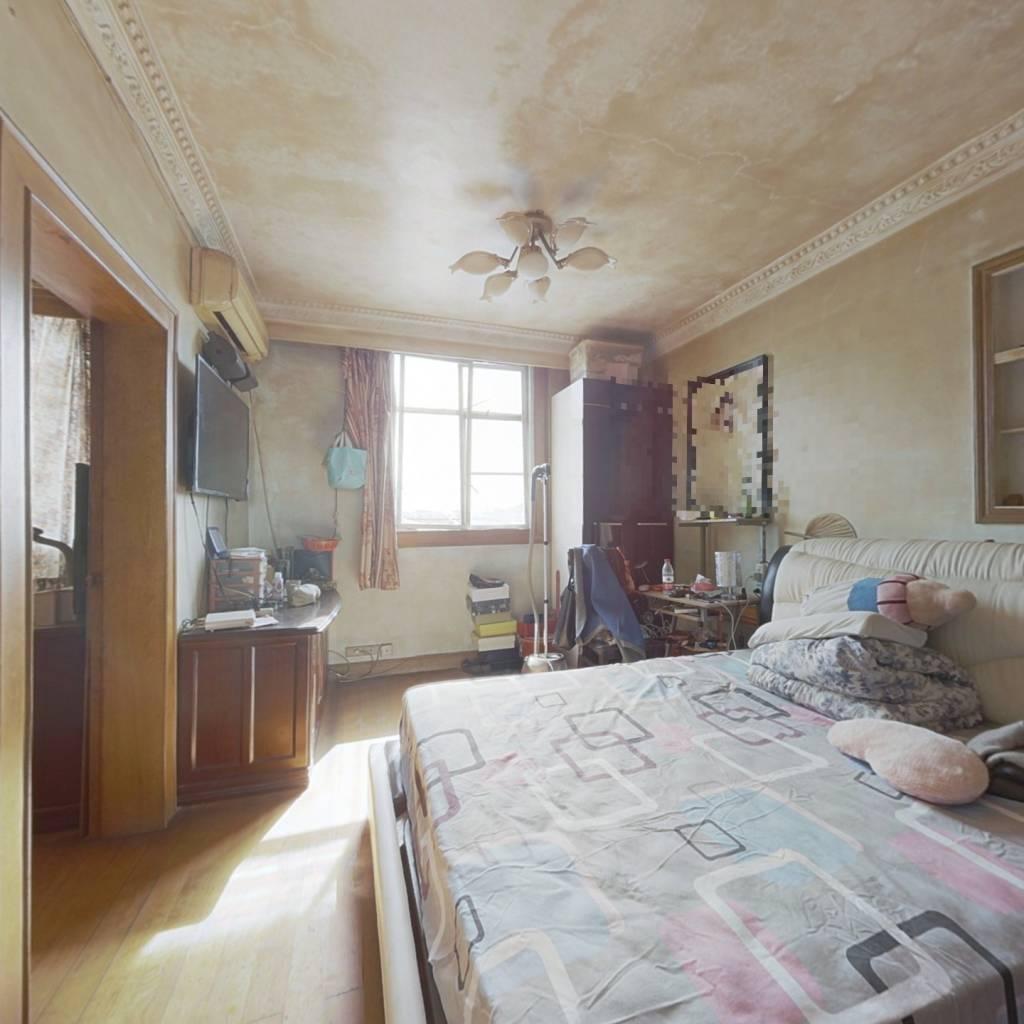 精装四室、中楼层采光好,三朝南卧室