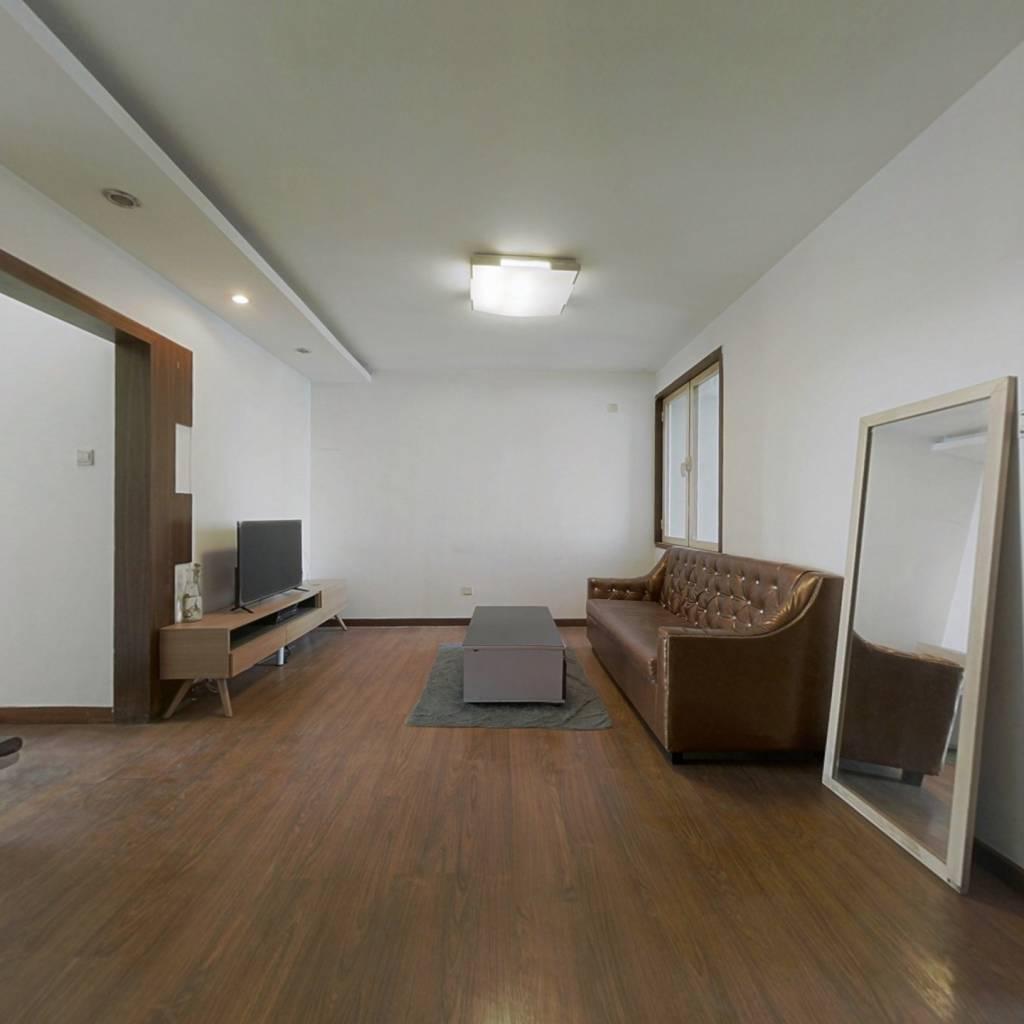 碧森里东西通透两居室,视野好采光充足。