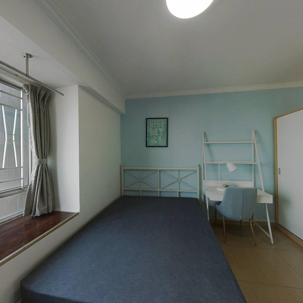 合租·东风广场 3室1厅 南卧室图
