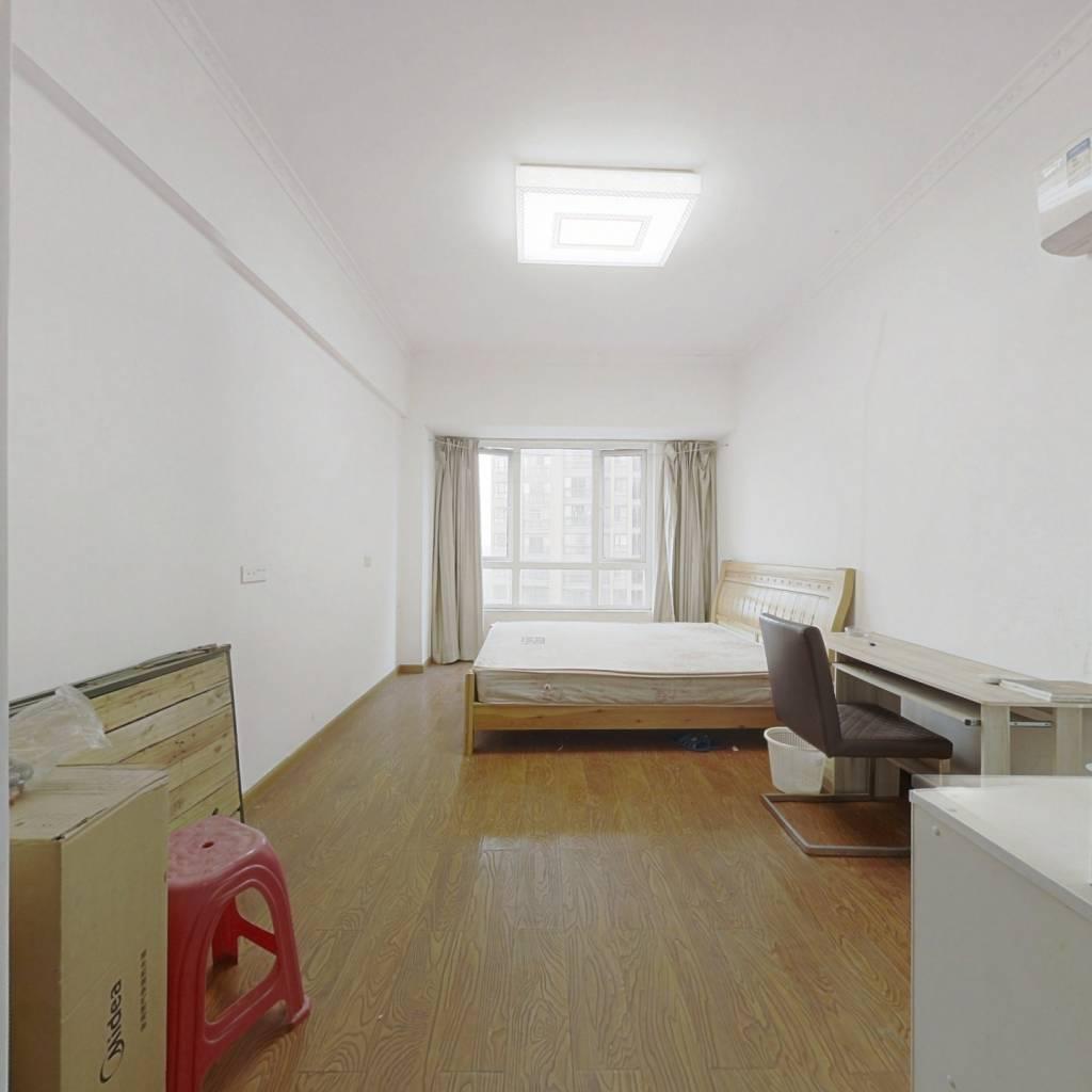 中层一室一厅,采光好,简装,业主急售,