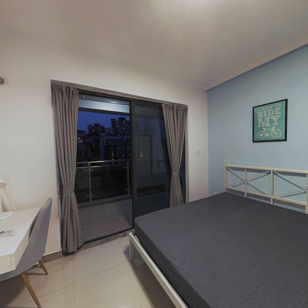 合租·御金沙 4室1厅 东卧室图