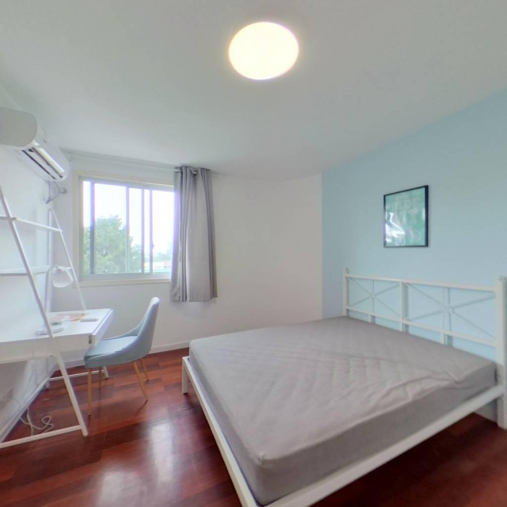合租·奥森公寓 3室1厅 南卧室图
