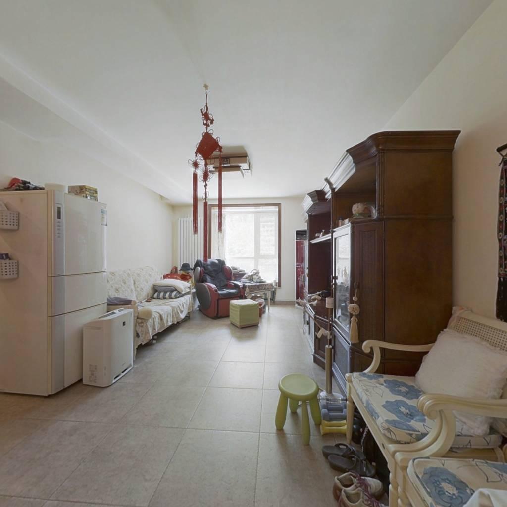莱圳家园,急售南北通透三居,户型方正。