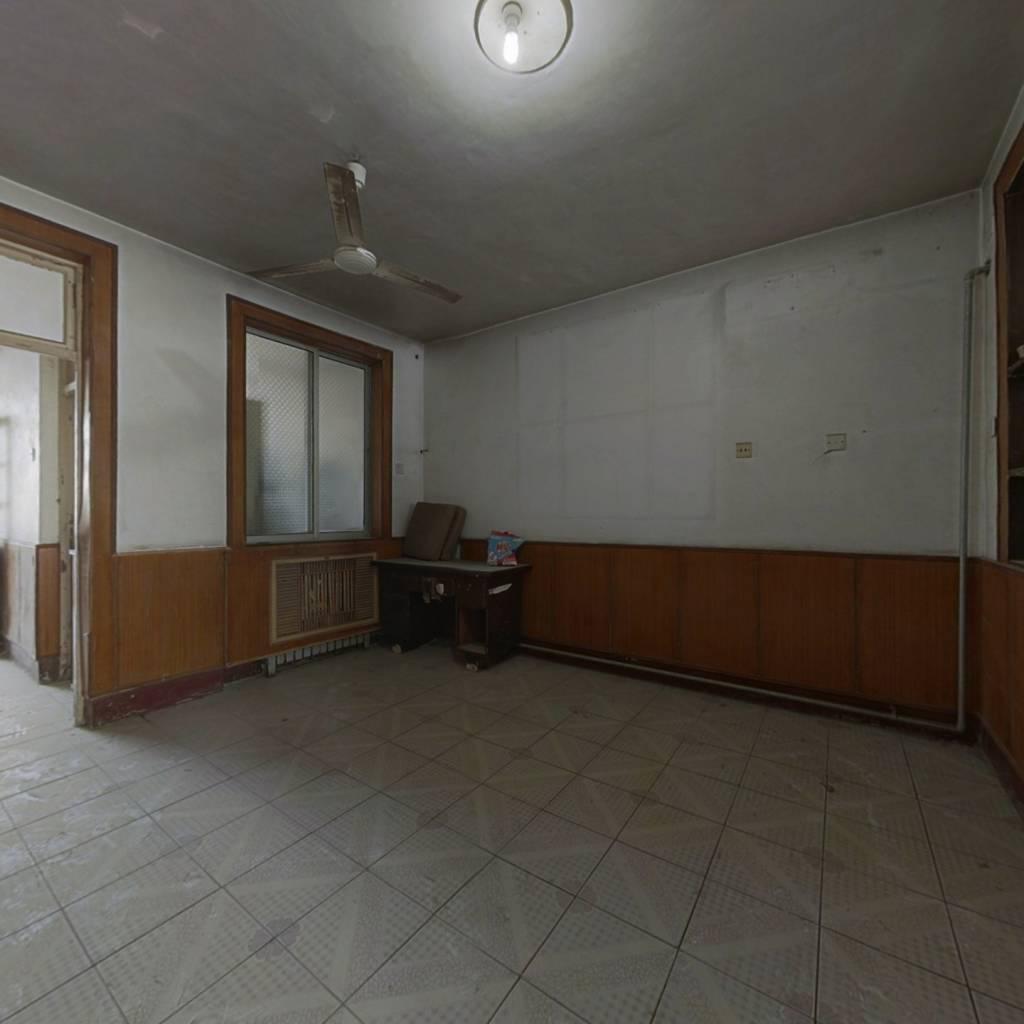 天元小区 证过两年 带储藏室 大阳台 采光充足 无遮挡