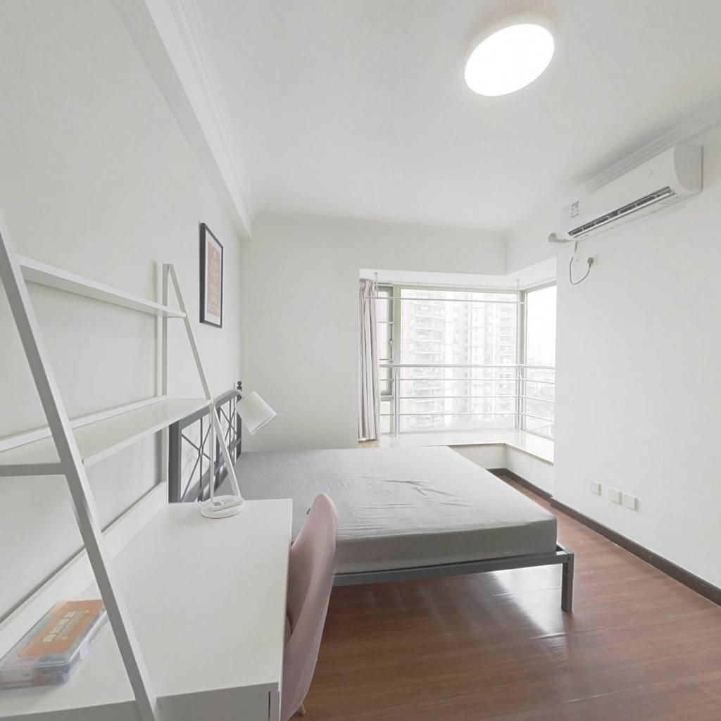 合租·富力现代广场 4室1厅 北卧室图