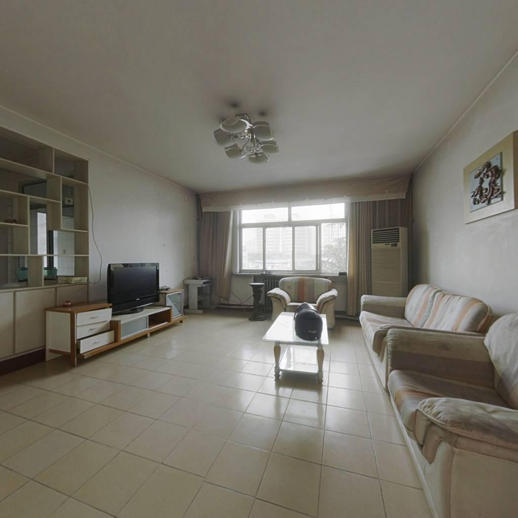 此房房产证过五,三室朝阳,客厅宽敞,全明户型