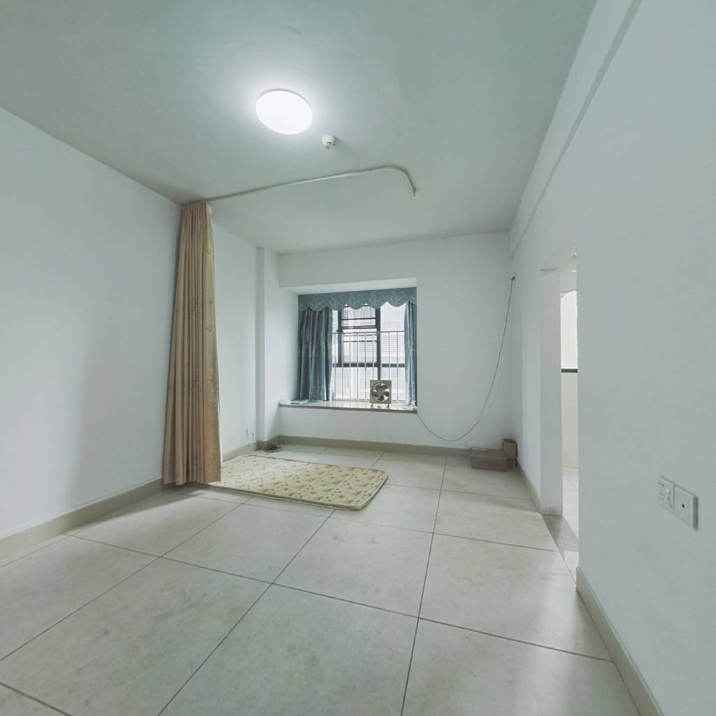 精装一房公寓,户型方正,向花园