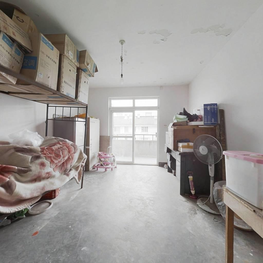 经典大三房 ,满两年,毛坯房,购物便利!