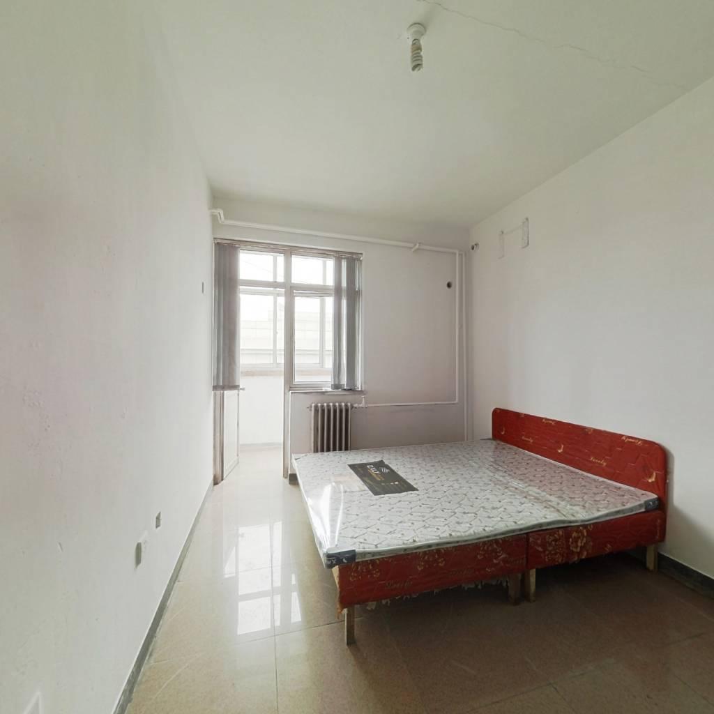 售华泰家园住宅房一居室39.90m²60万带地下室