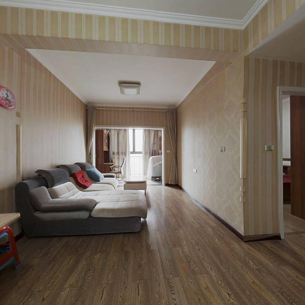 刚需小两室,房屋空间大,视眼开阔,精装修拎包入住