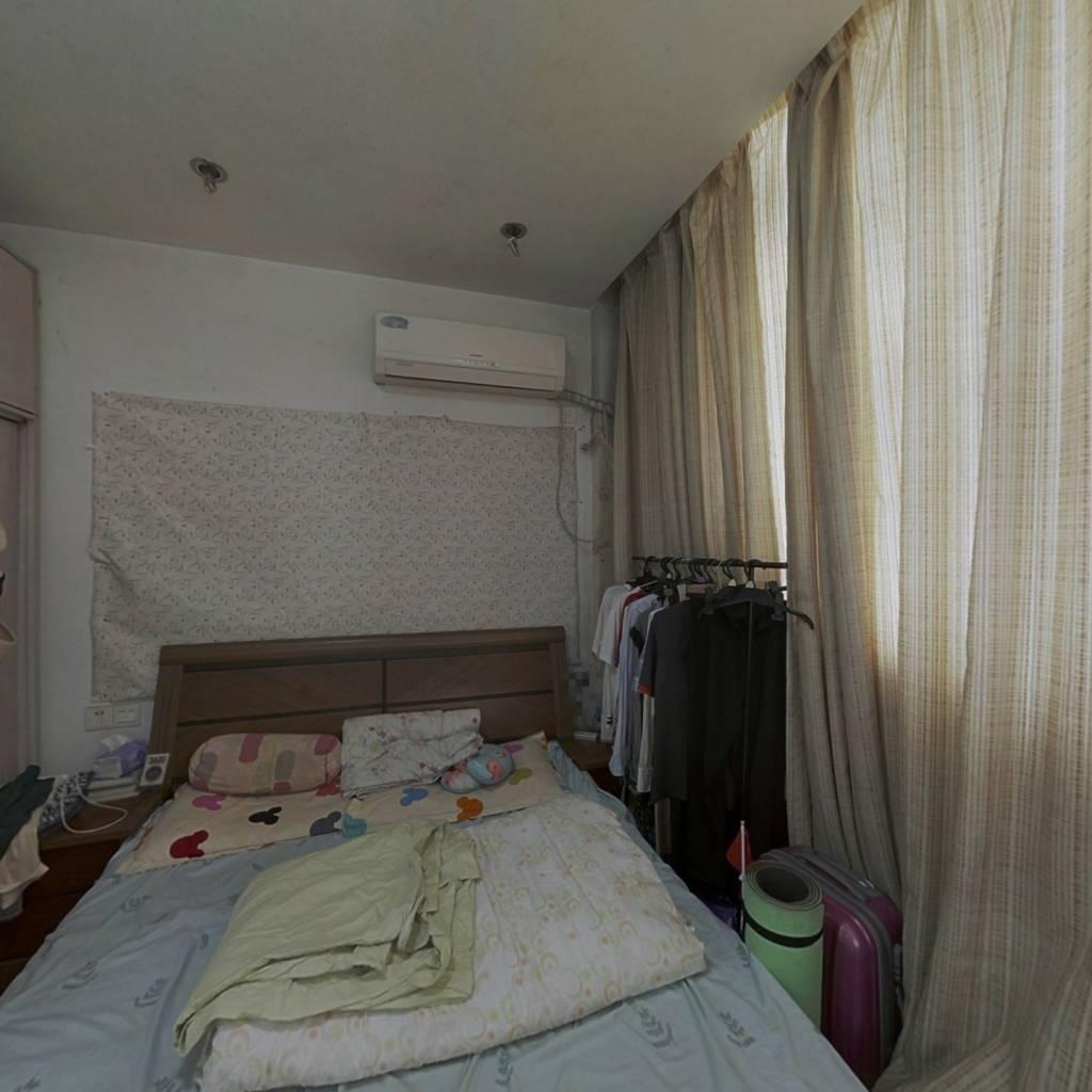 新龙公寓 1室0厅 东南