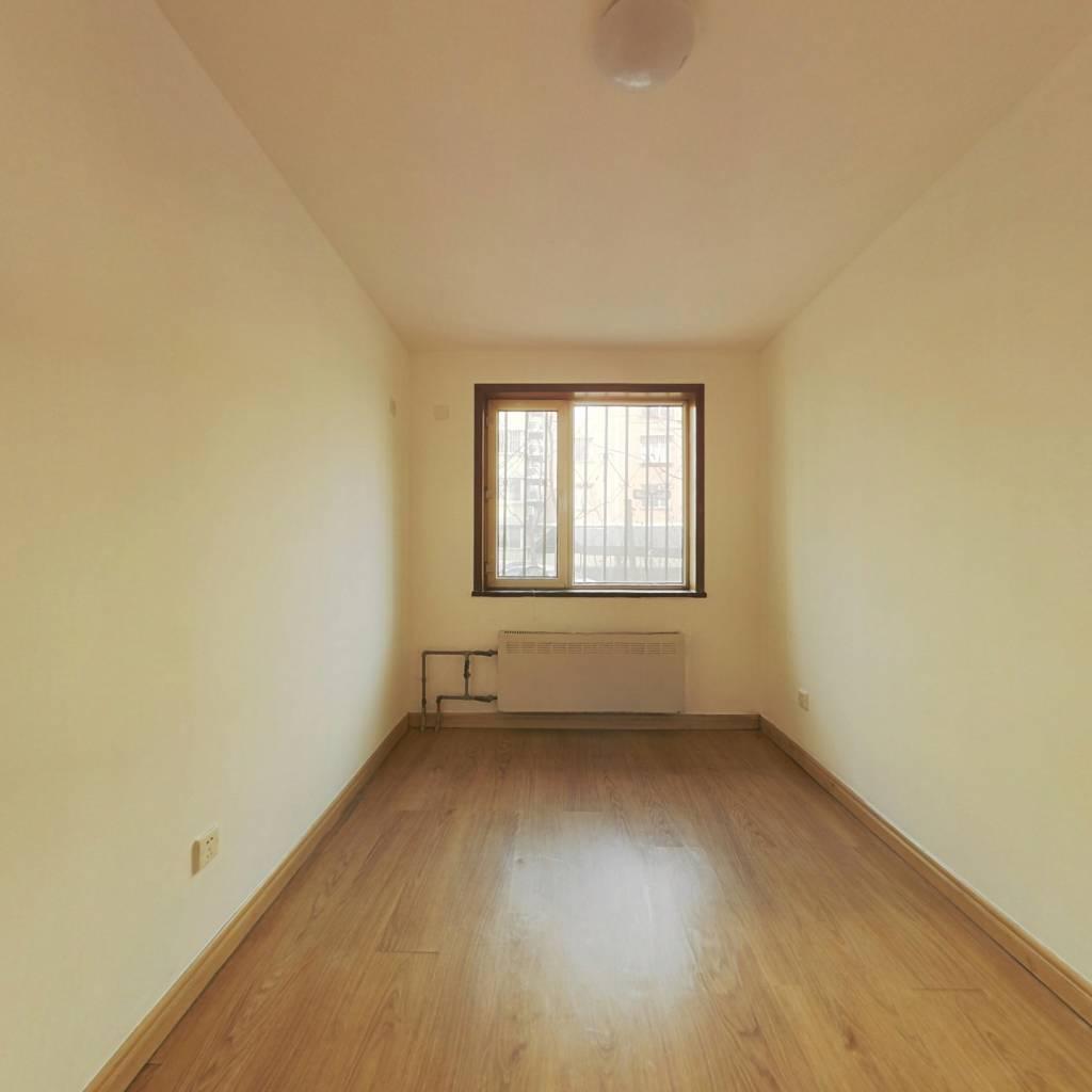 合租·龙跃苑三区 3室1厅 南卧室图