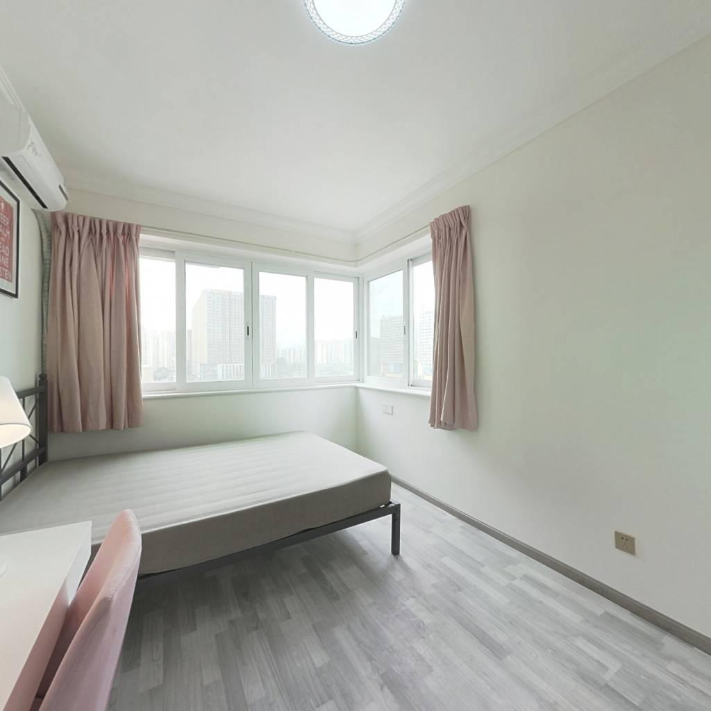合租·泛悦城市广场 4室1厅 南卧室图