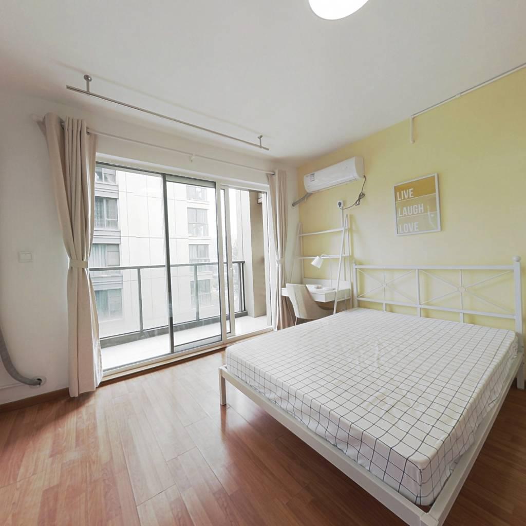 合租·金色黎明一期 4室1厅 东卧室图