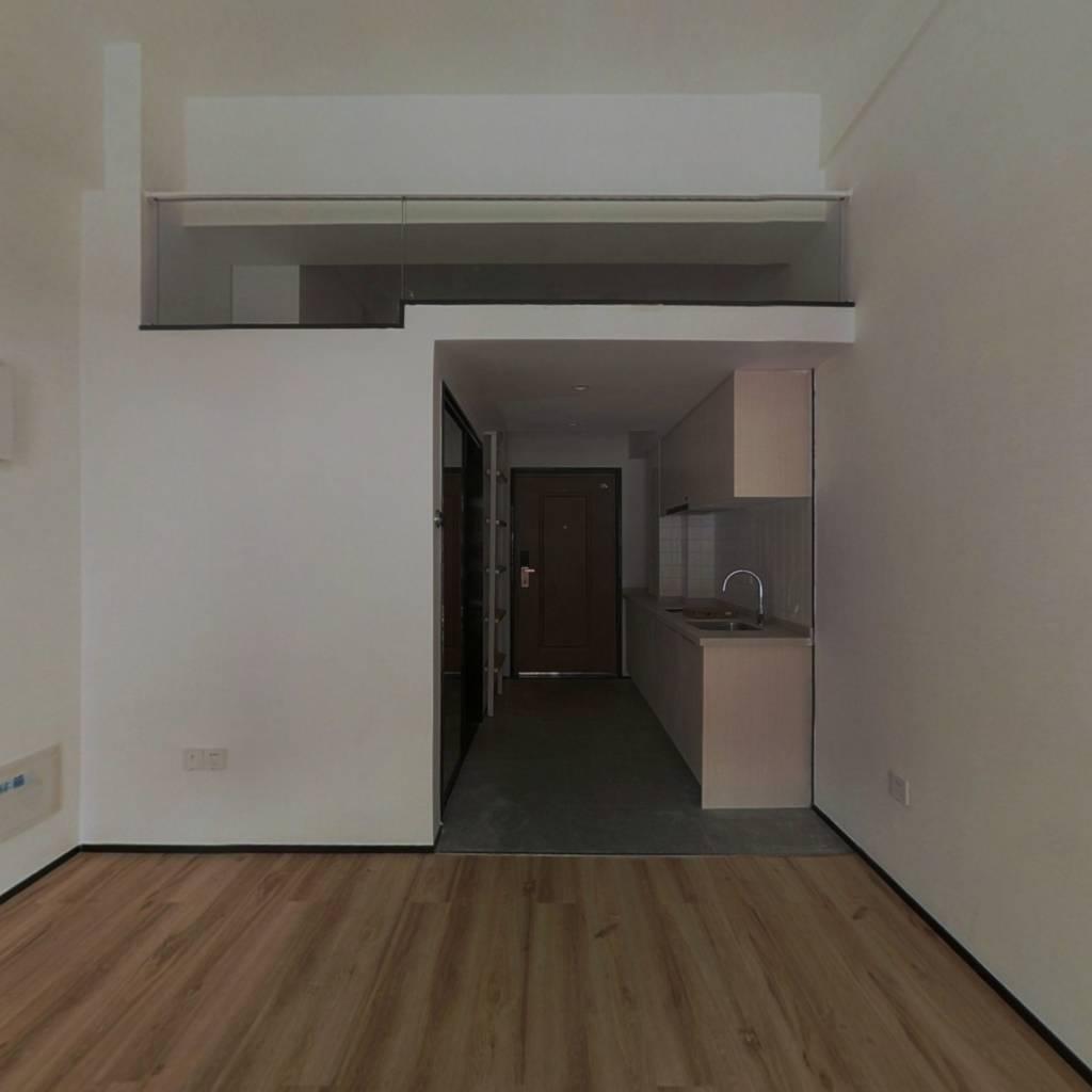 该房源楼幢位置好,同户型出售少,小区环境优美。