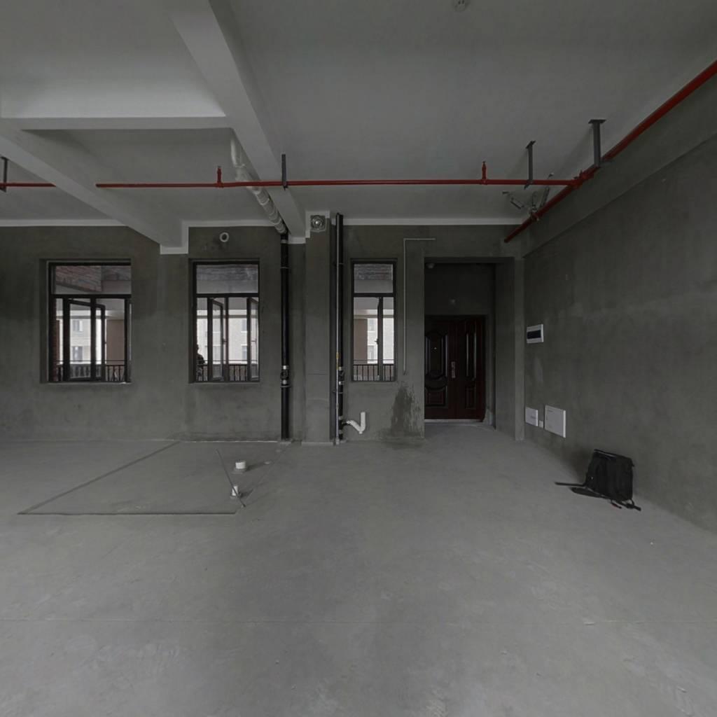 房子户型方正,全新毛坯,给你自由的装修空间。