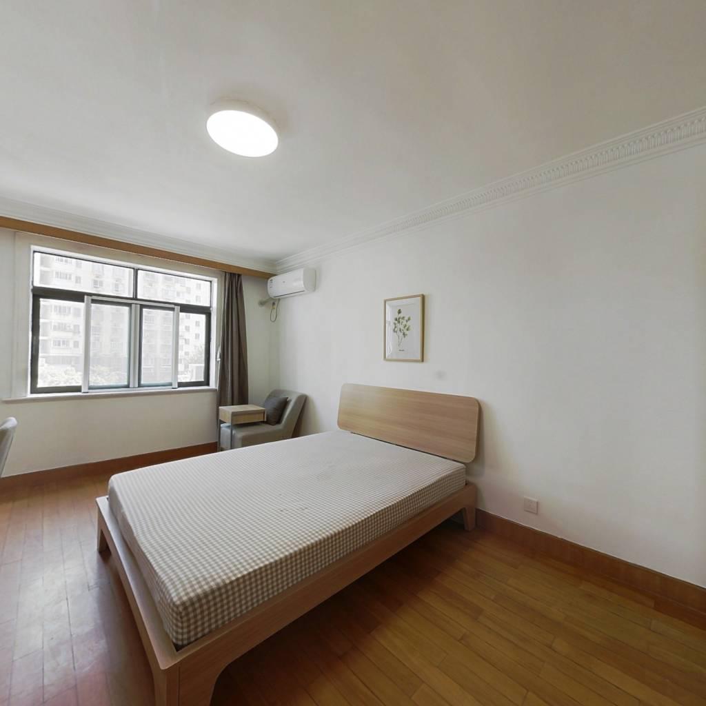 合租·东方明珠大宁公寓 4室1厅 南卧室图