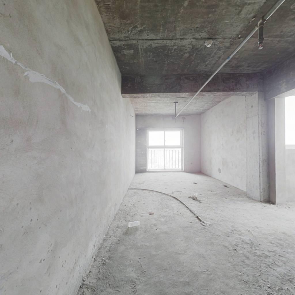 此房为标准套一平层   楼层高   视野开阔