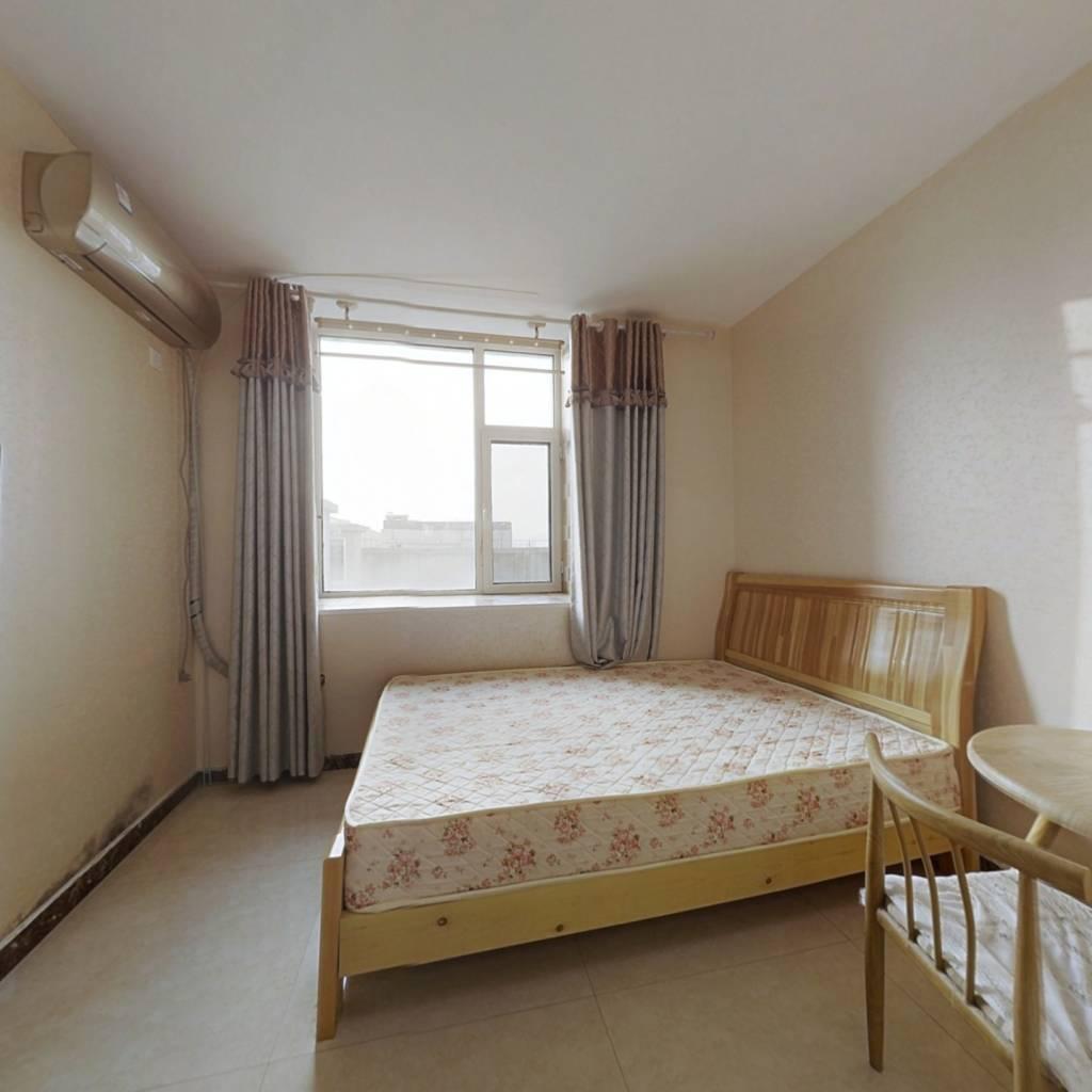此房采光充足,视野开阔,位置好。