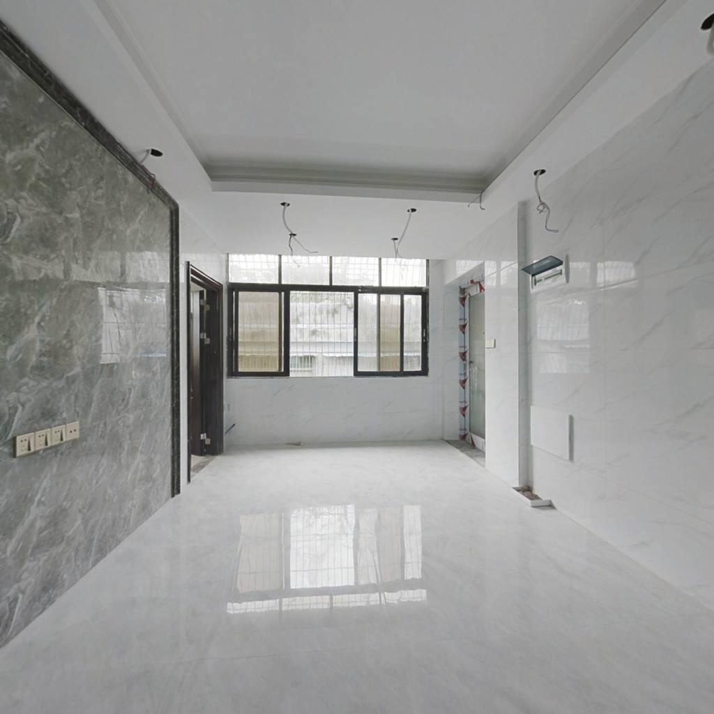 实用三房,新装修,即买即入住。