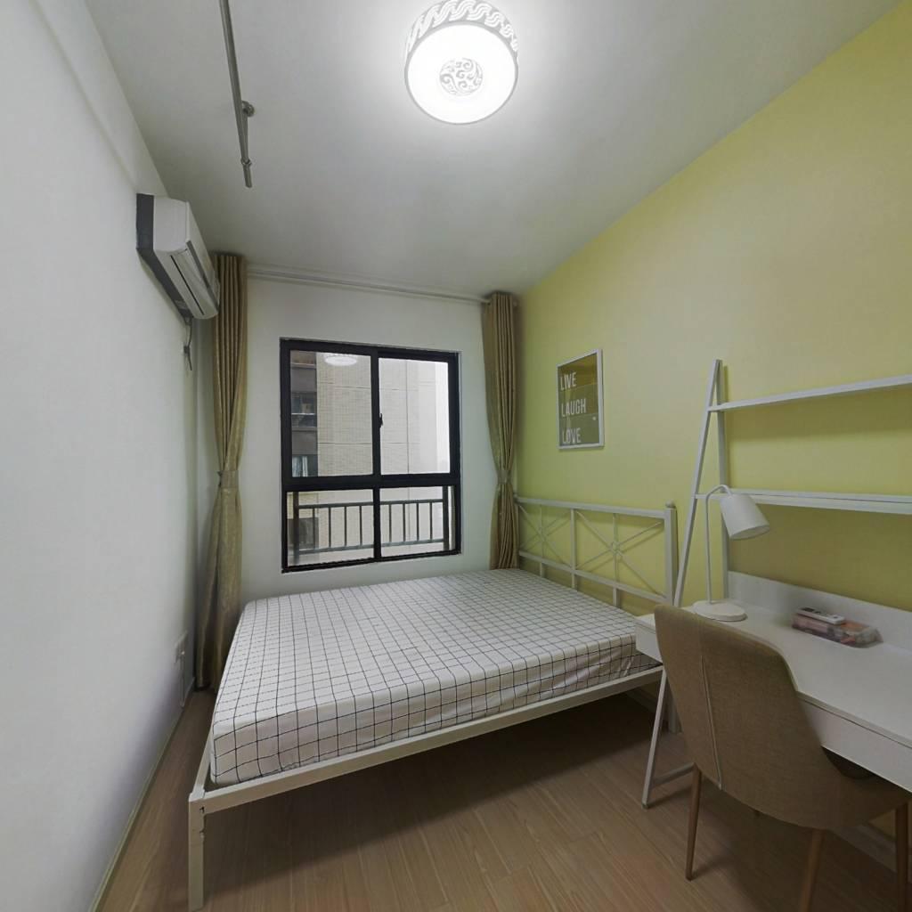 合租·保利中央公馆 4室1厅 东卧室图