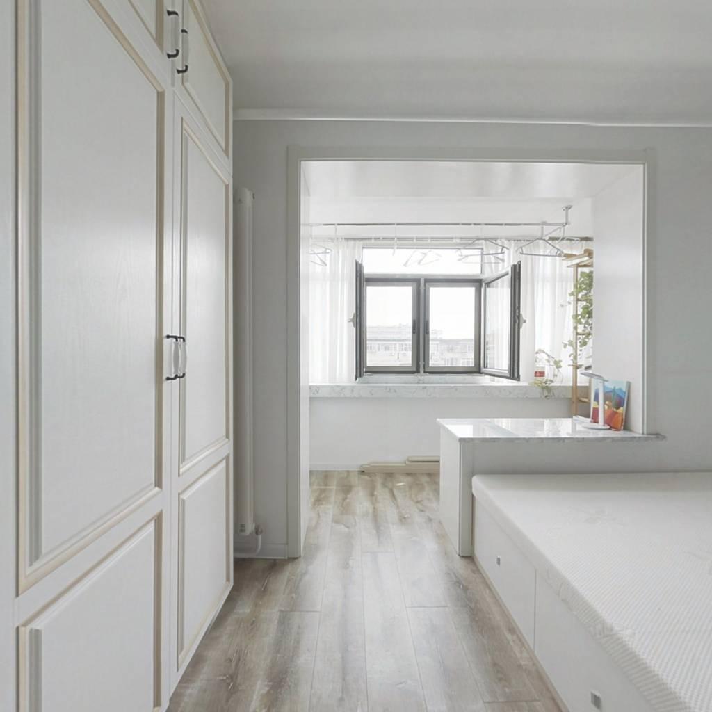 五道口  成熟社区 精装修 户型方正 正规客厅两居室