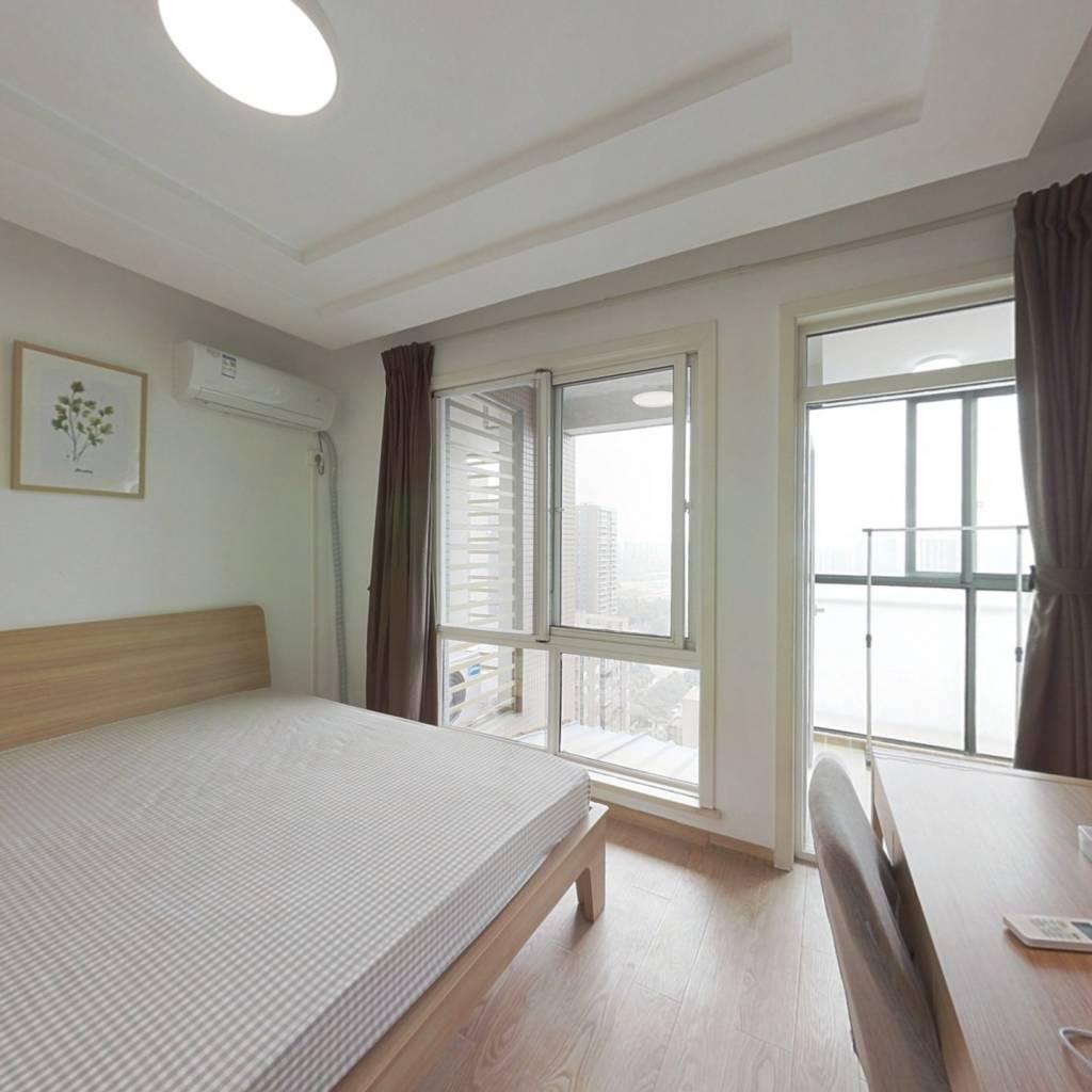 合租·西岸观邸 4室1厅 东北卧室图