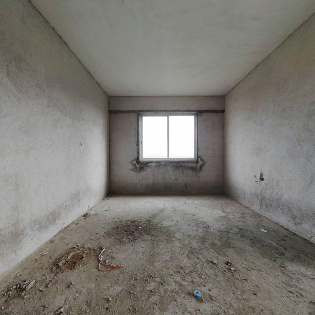 回归路小区  三房二厅  一梯两户