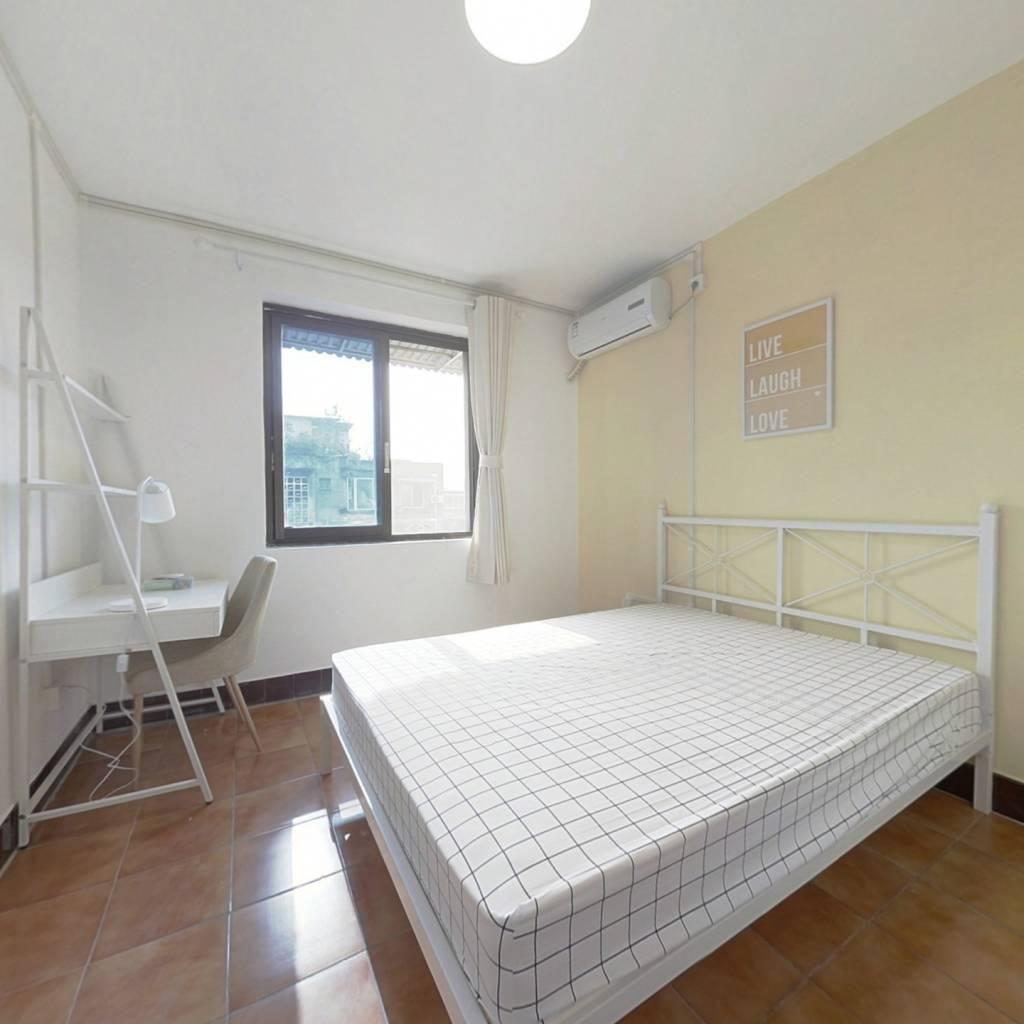 合租·新鸿一区 3室1厅 南卧室图