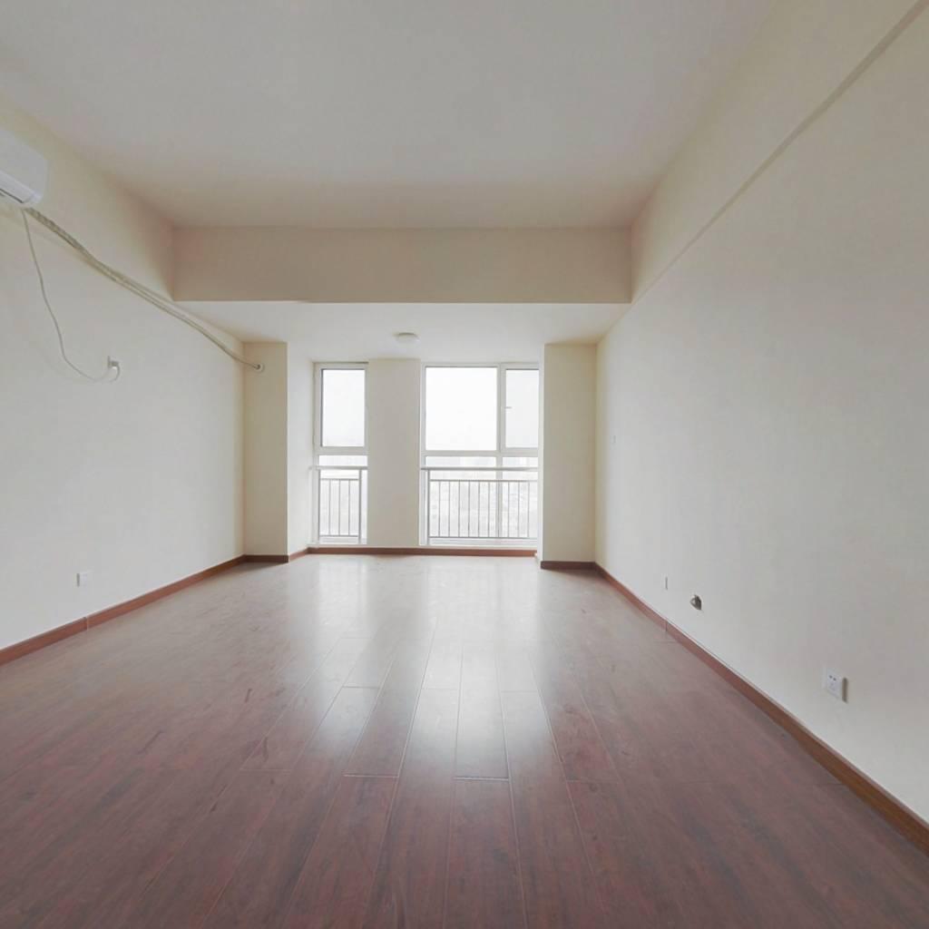 名流华第经典公寓,诚心出售,价格可议。