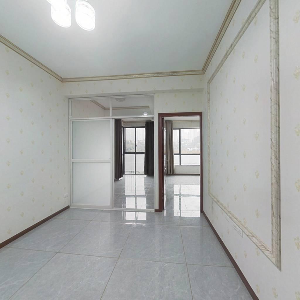保利温泉新城  1房  中装修  得3平米露台  钥匙房