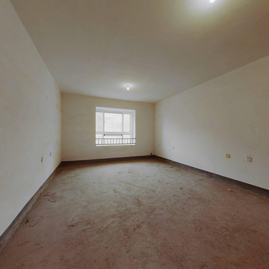 毛坯房 可以按自己喜欢的风格装修 明厨明卫带大露台