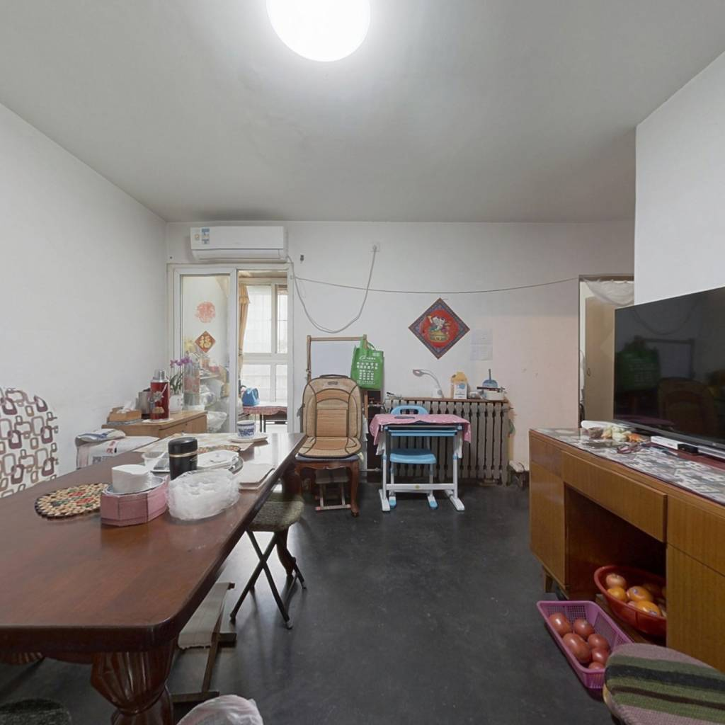 房子南北通透,业主诚心出售,产权清晰。