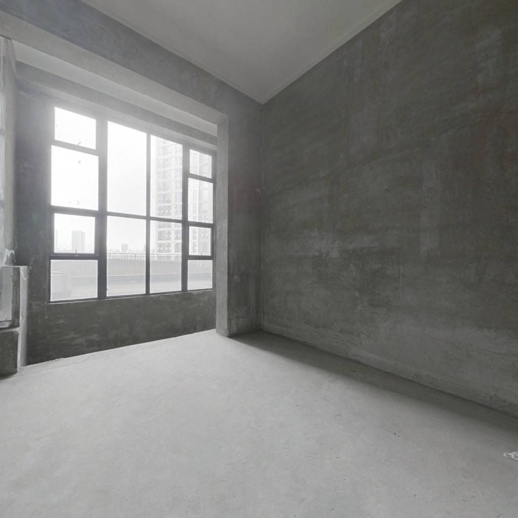 中邦欢乐颂 挑高公寓  精装修  地铁口 ,