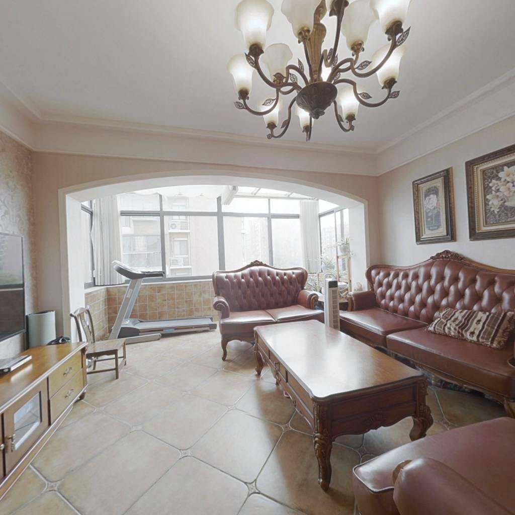 顶加阁,多层住宅,得房率高利用空间大,采光无遮挡。