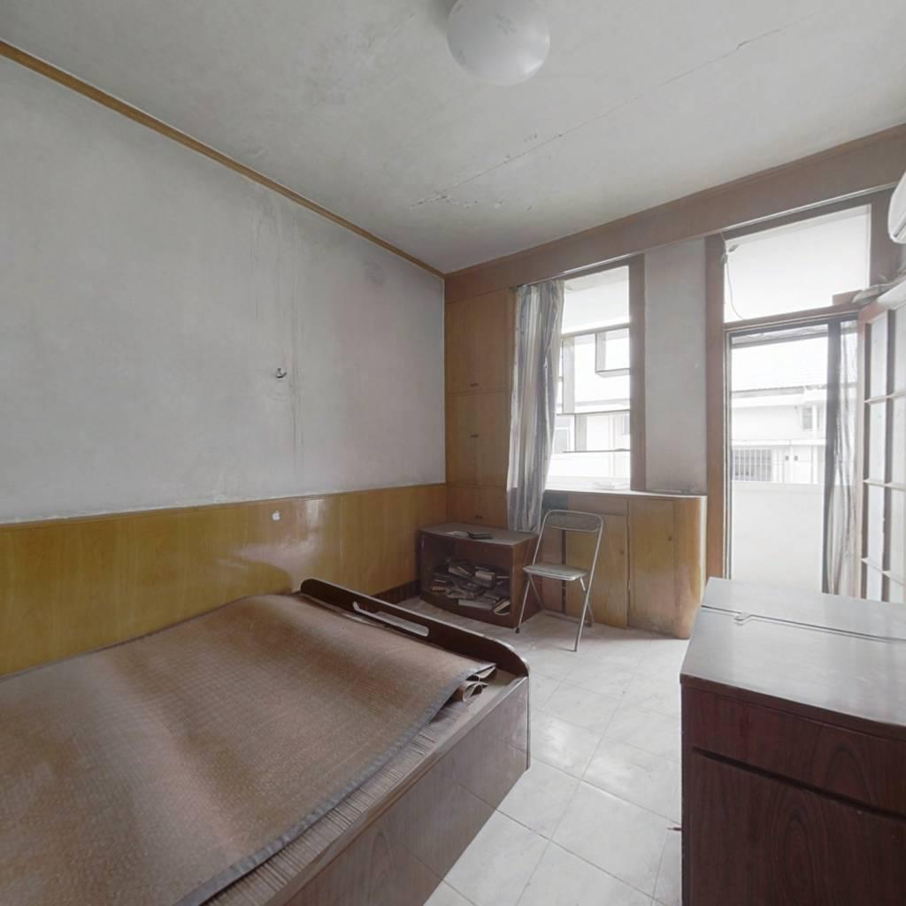 中铁分的单位房,小区常年维修保养,质量杠杠的。